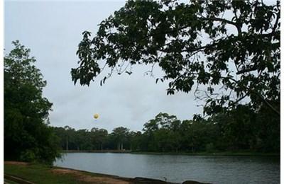 Angkor Wat một chiều mưa