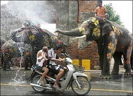 Tưng bừng Tết té nước ở Thái Lan