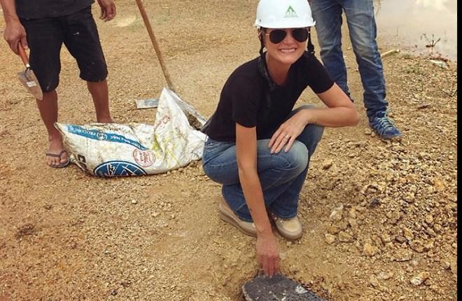Vợ ca sĩ nhạc rock Pháp Johnny Hallyday xây trường ở Việt Nam