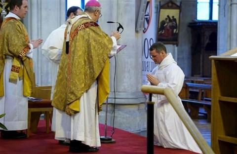 Cựu cầu thủ Manchester United sẽ trở thành linh mục