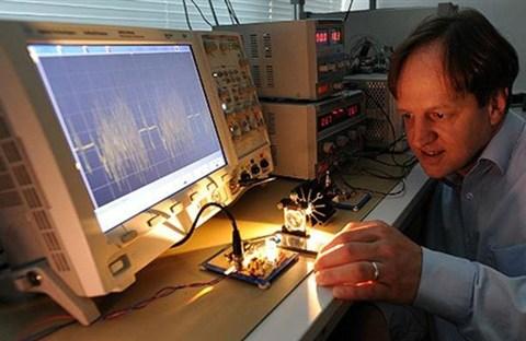 Li-fi 100 lần nhanh hơn Wi-Fi