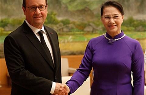 Tổng Thống François Hollande tới Việt nam Có gì mới lạ ?