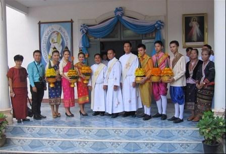 Truyền chức Linh mục tại Lào