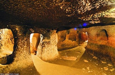 Đập tường sửa nhà, bàng hoàng phát hiện cả một thành phố 18 tầng ẩn sâu dưới lòng đất