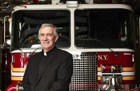 Tom Colucci, từ lính cứu hỏa trở thành Linh mục