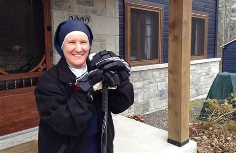 Sœur Chantal : Vận động viên khúc côn cầu (Canada)
