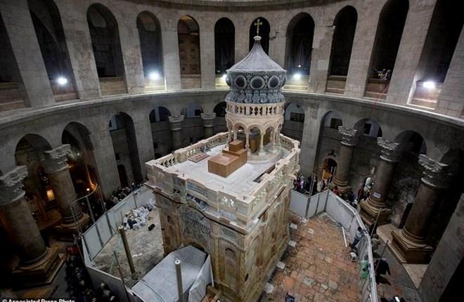 Cận cảnh hầm mộ chôn cất Chúa Jesus