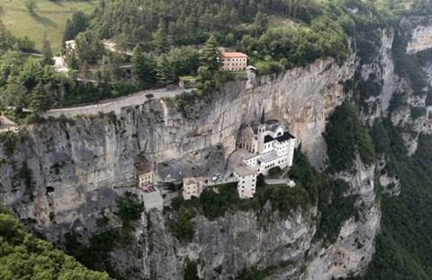 NHỮNG CÔNG TRÌNH CÔNG GIÁO BẰNG ÐÁ ÐẸP NHẤT NƯỚC Ý (Phần 1)