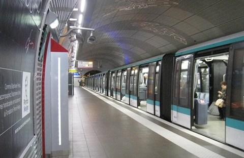 Ngày đầu năm mới nhớ tới Metro Paris