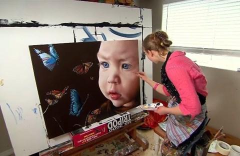 Cô bé kiếm hàng triệu đô nhờ vào tài năng vẽ tranh siêu thường