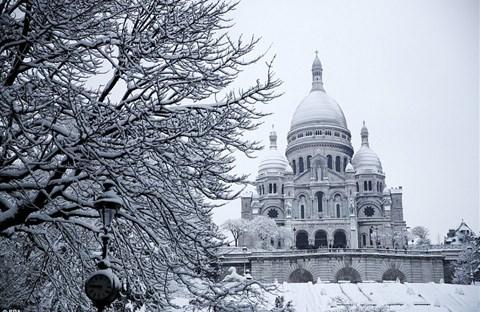 Paris bị tuyết nhấn chìm màu trắng