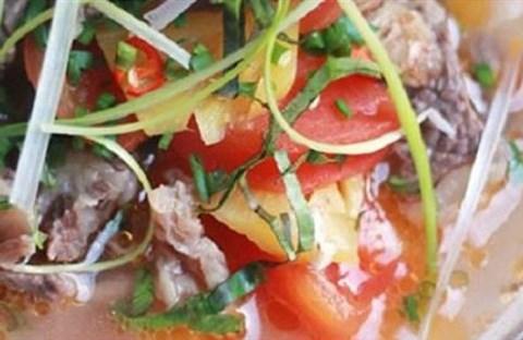 Canh chua bò nấu dứa