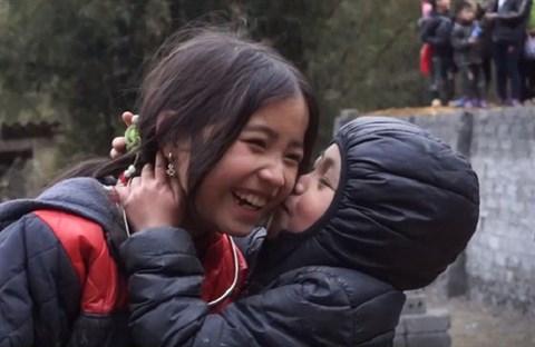 Nụ cười của bé gái H'Mông