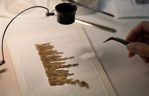 """Giải mã bản thảo bí ẩn của """"Các cuộn giấy Biển Chết"""""""