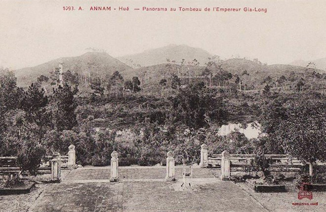 Lăng mộ các vua nhà Nguyễn 100 năm trước