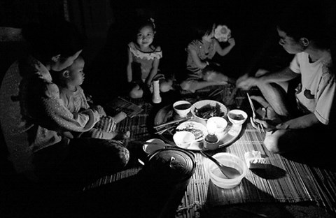 Bữa cơm gia đình trong ký ức người xa quê