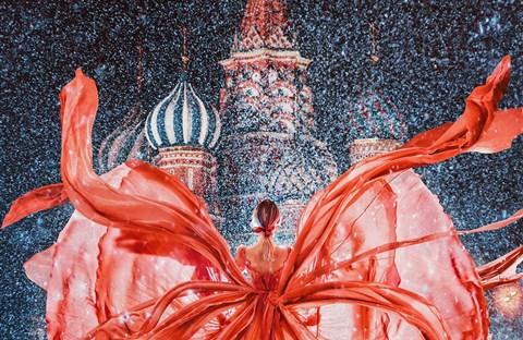 Cô gái lang thang khắp thế giới chụp ảnh đầy biến ảo