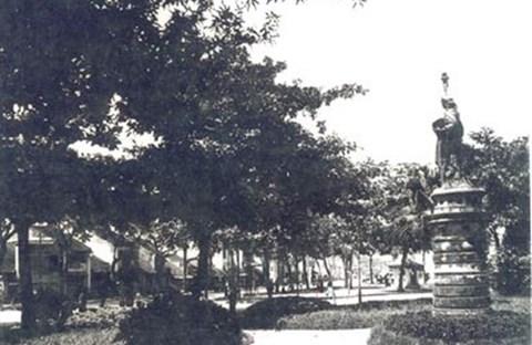 Tượng Nữ Thần Tự Do Tại Hà Nội, Việt Nam