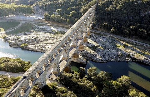 Cầu đá 3 tầng 2.000 năm còn đứng vững