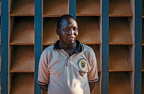 """Linh mục Moses Otii: """"Ở Trung Phi, Chúa Giêsu đã đỡ đòn cho chúng tôi"""""""