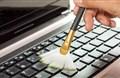 Làm sao khử khuẩn bàn phím máy tính?