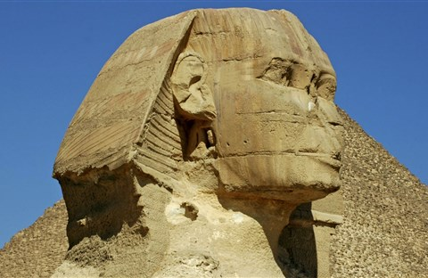 Tại sao những bức tượng Ai Cập cổ đại thường bị mất mũi?
