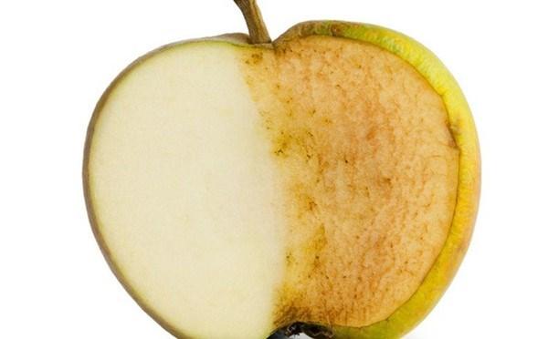 Vì sao táo vừa mới gọt lại bị xỉn màu? - 1