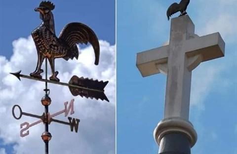 Tại sao có hình con gà trên nóc nhà thờ