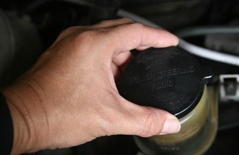 Khi nào cần thay dầu trợ lực lái