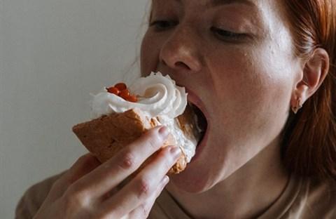 Ăn nhanh, nuốt lẹ, nhai sơ, chẳng tốt tí nào!