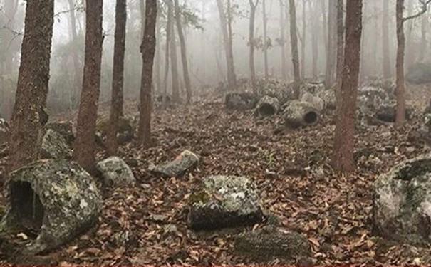 Phát hiện hơn 100 chiếc chum đá 1000 năm tuổi bí ẩn ở Lào - 2