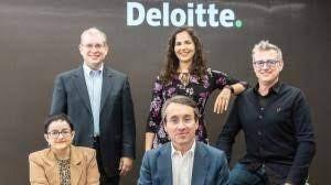 Từ thành lập công ty khởi nghiệp đến Deloitte cuối cùng vào tu viện - 2