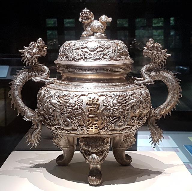 64 Bảo vật hoàng cung triều Nguyễn lần đầu về lại cố hương - 18