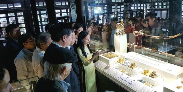 64 Bảo vật hoàng cung triều Nguyễn lần đầu về lại cố hương - 1