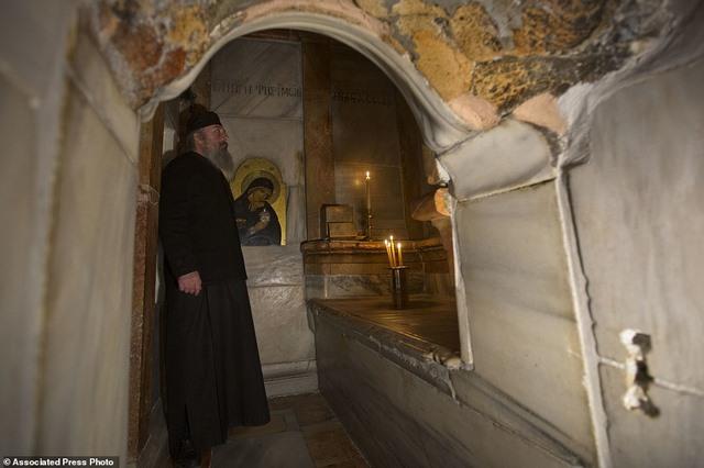 Cận cảnh hầm mộ chôn cất Chúa Jesus - 4