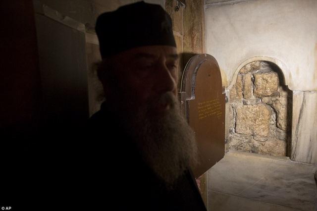 Cận cảnh hầm mộ chôn cất Chúa Jesus - 2