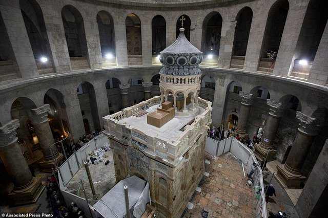 Cận cảnh hầm mộ chôn cất Chúa Jesus - 1