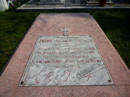 Thăm nhà thờ công giáo đầu tiên tại Việt Nam - 3