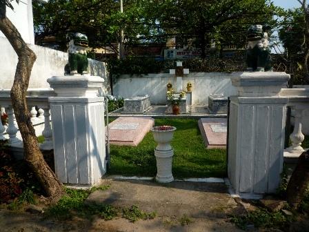 Thăm nhà thờ công giáo đầu tiên tại Việt Nam - 2