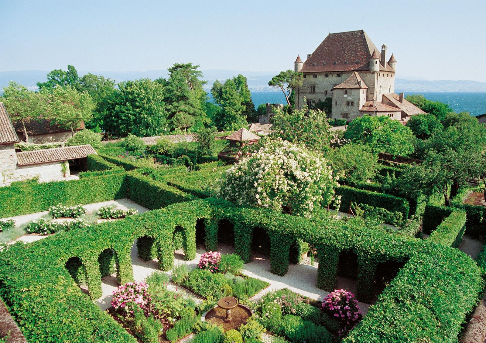 Làng Yvoire (Pháp), 700 tuổi cổ kính lãng mạn với hoa phủ quanh năm - 12