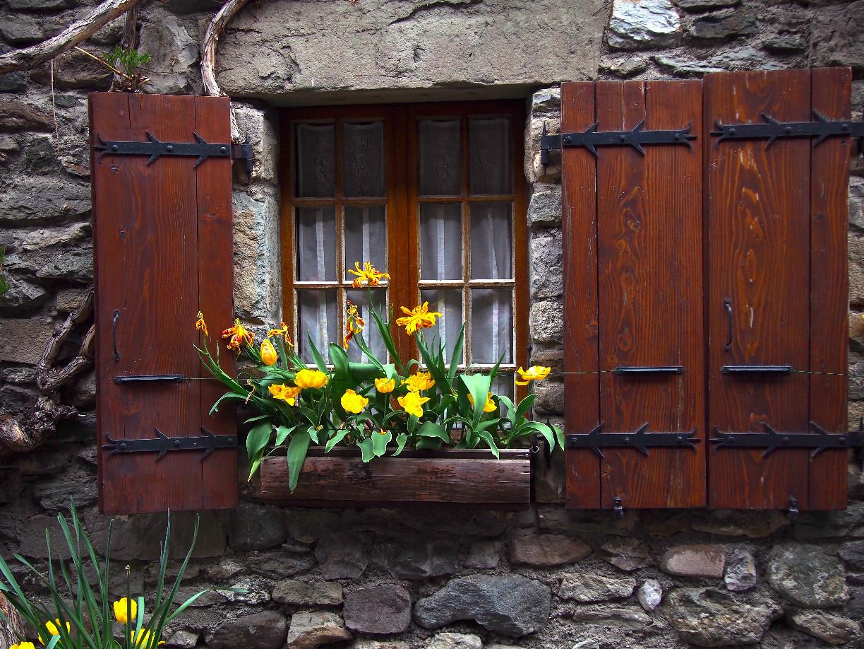 Làng Yvoire (Pháp), 700 tuổi cổ kính lãng mạn với hoa phủ quanh năm - 6