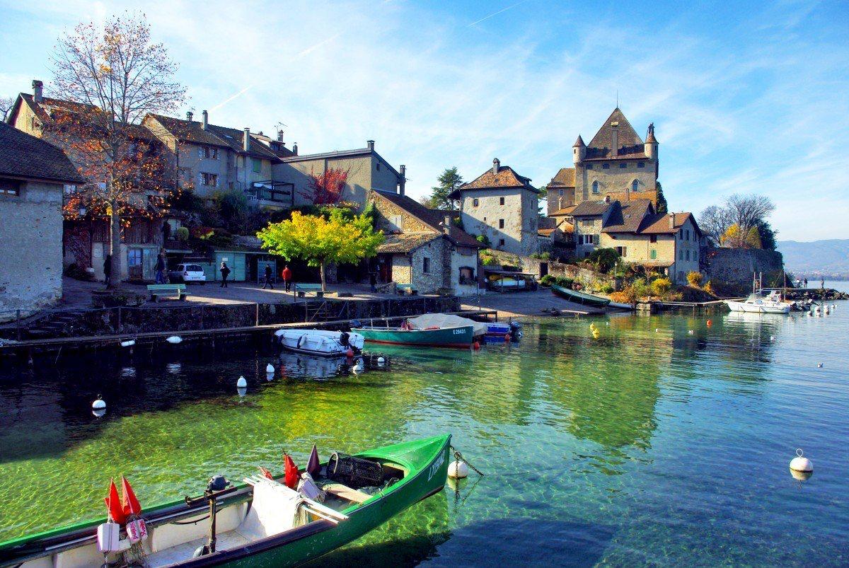 Làng Yvoire (Pháp), 700 tuổi cổ kính lãng mạn với hoa phủ quanh năm - 2