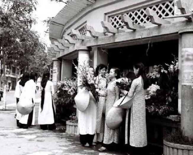 Con gái Hà Nội xưa dưới góc nhìn của một người con Sài Gòn - 1