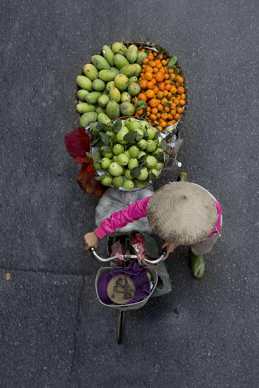Bộ ảnh tuyệt đẹp về những người bán hàng rong tần tảo sớm hôm - 8