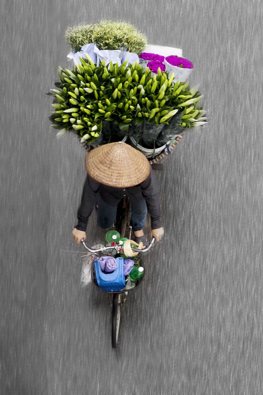 Bộ ảnh tuyệt đẹp về những người bán hàng rong tần tảo sớm hôm - 20