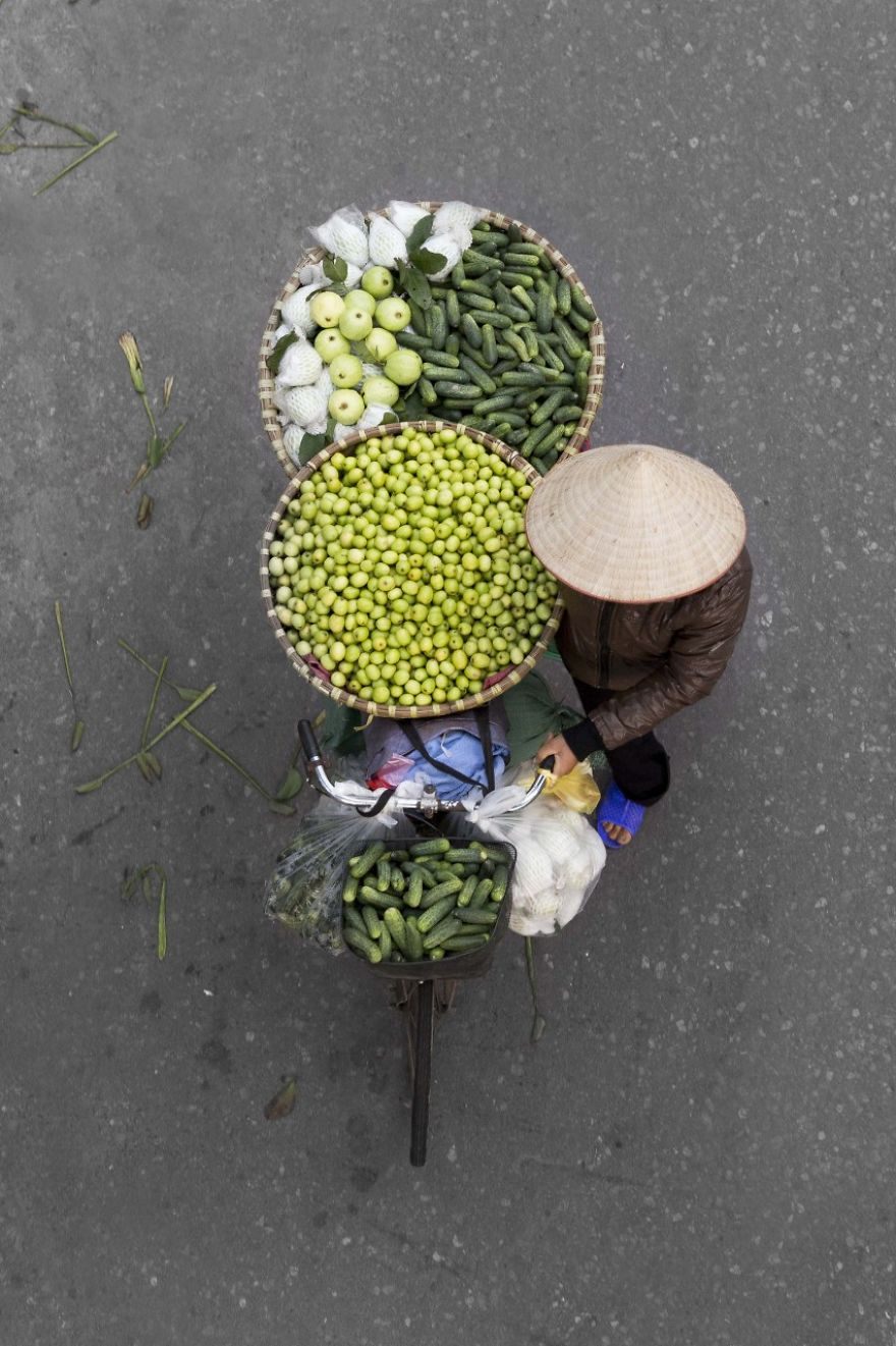 Bộ ảnh tuyệt đẹp về những người bán hàng rong tần tảo sớm hôm - 18