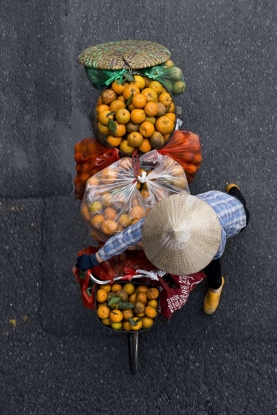 Bộ ảnh tuyệt đẹp về những người bán hàng rong tần tảo sớm hôm - 7