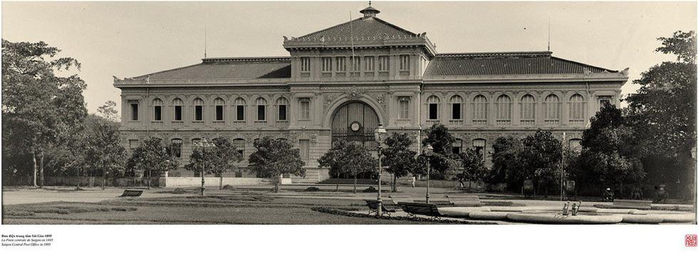 Đến Đường sách xem bản đồ và hình ảnh Sài Gòn xưa - 1