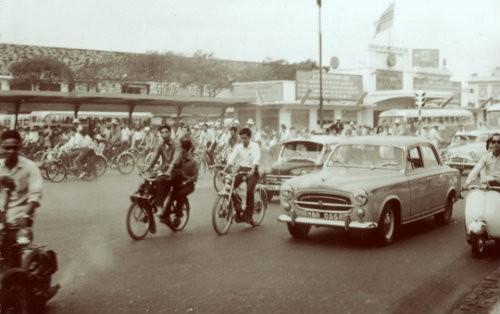 Sài Gòn xưa: Solex với áo dài - 2