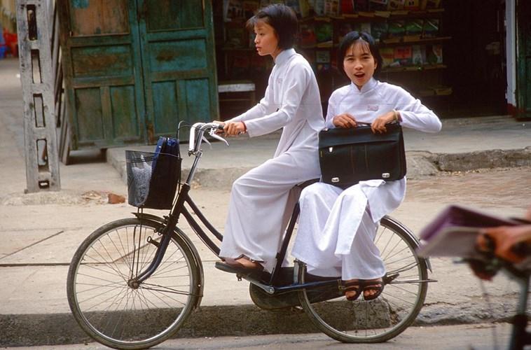 Hình ảnh về phụ nữ Việt Nam thập niên 1990 - 3